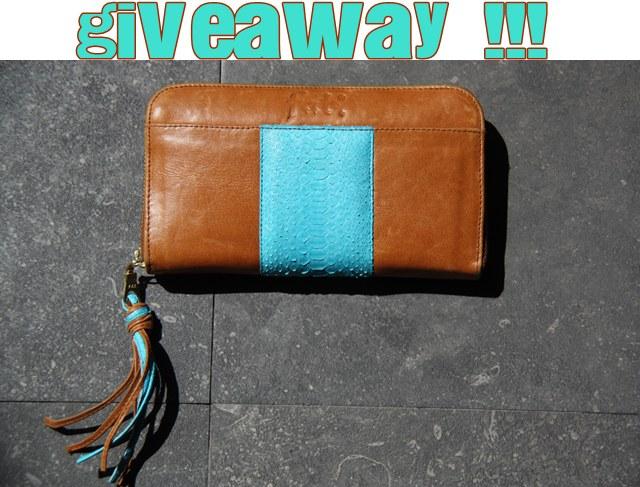 c7b6a808e ¿Os gusta esta cartera de cuero? ¡Pues esperad a tenerla entre las manos!