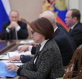 Секретарша, та самая женщина, убившая экономику РФ.