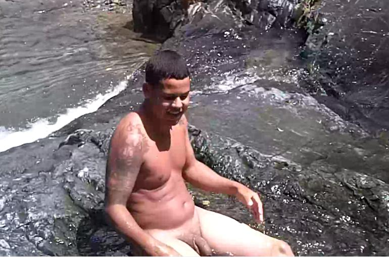 Little girls skinny dipping nude