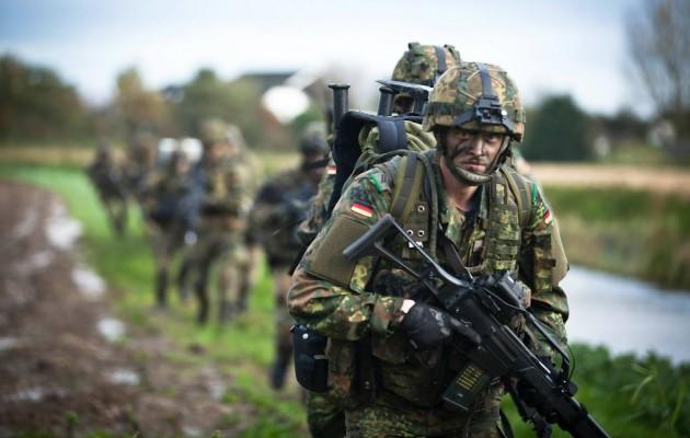 Γερμανοί στρατιώτες σε άσκηση του ΝΑΤΟ 30 χλμ από τα ρωσικά σύνορα και οι ηλίθιοι νομίζουν οτι ειναι ανεξάρτητες χώρες όσες ειναι στο ΝΑΤΟ!