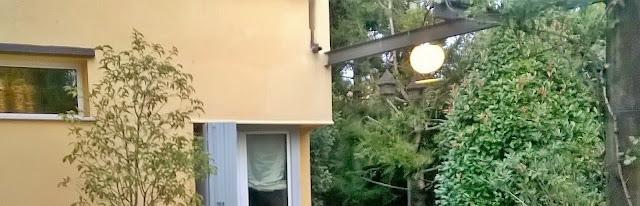 la villa in vendita a mozzo via mozzi ha una struttura pergolata in giardino