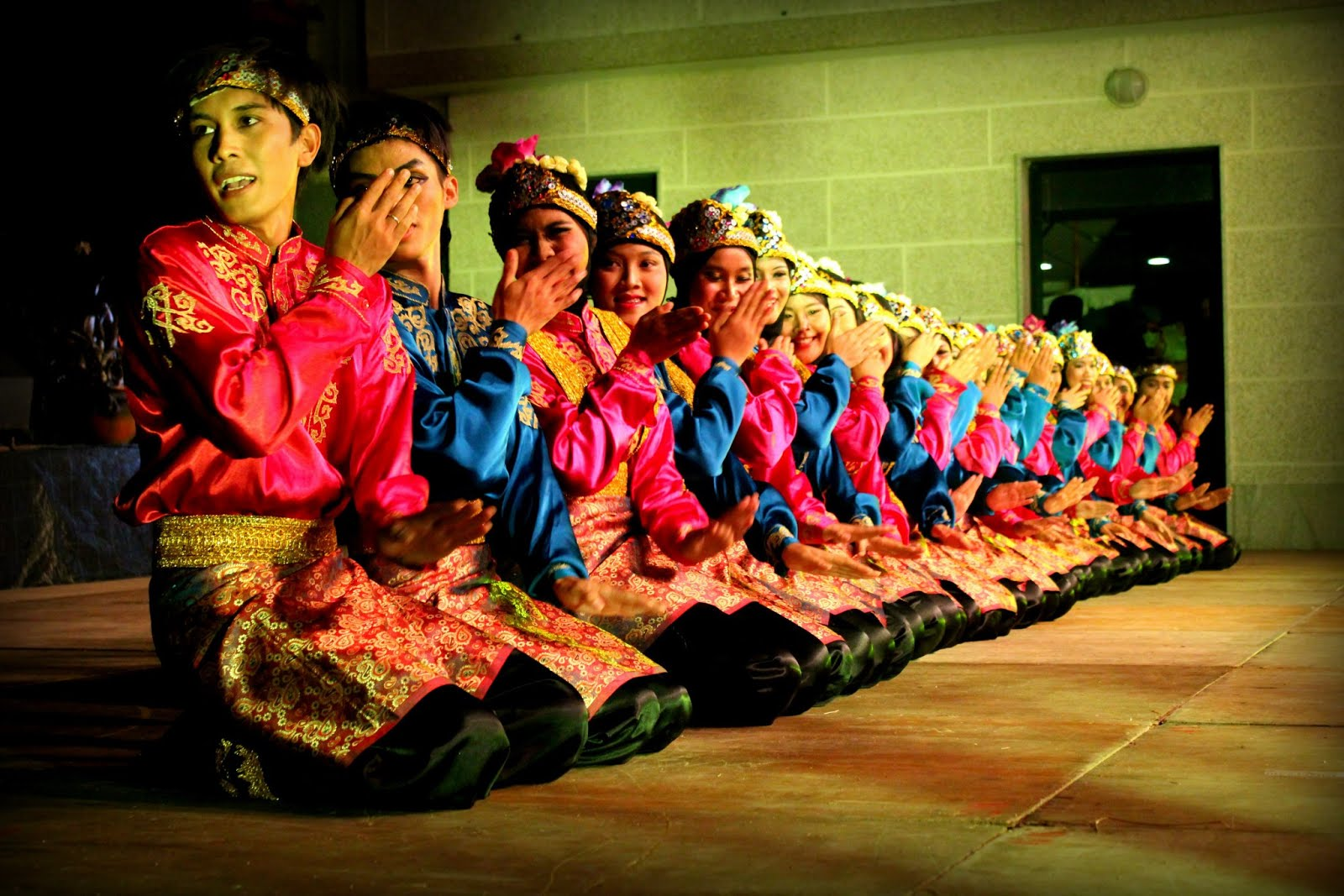 Catatan Harian Ipad: Saman Dance, Indonesia Culture has been Known in The Whole World
