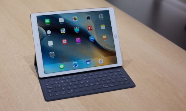 """teclado-del-ipad-pro What does the """"Pro"""" really mean? Technology"""