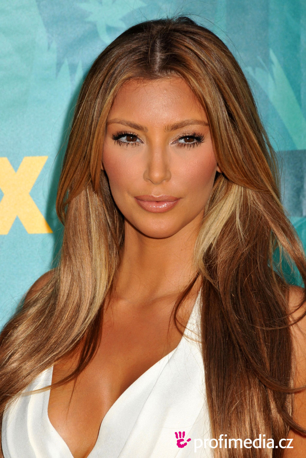 Celebrities Hair and Hairstyles: Kim Kardashian Hair Color