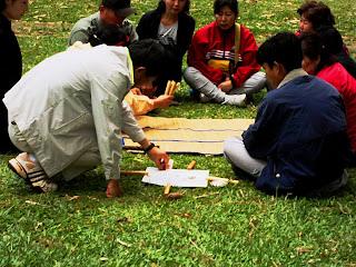 Preparando o Jogo dos Bastões no Lago das Carpas - Parque da Cantareira, São Paulo