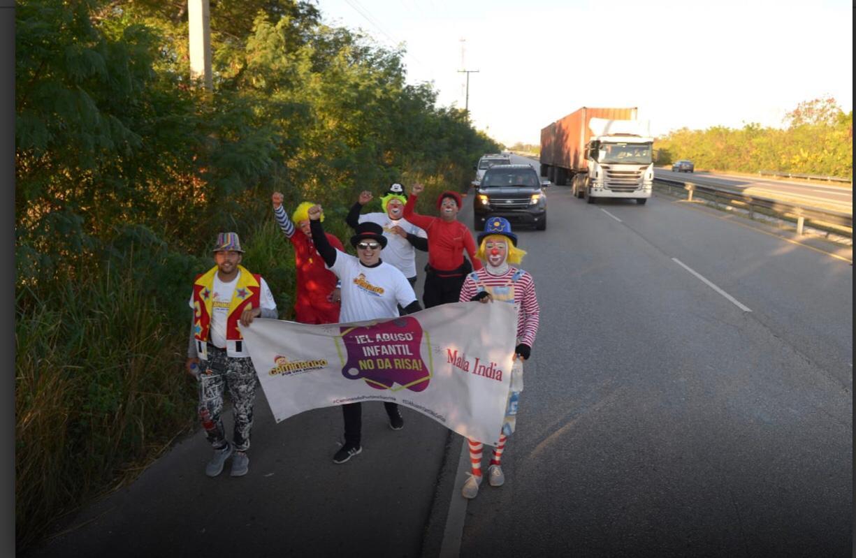 Payasos continúan peregrinación hacia la Basílica de Higüey