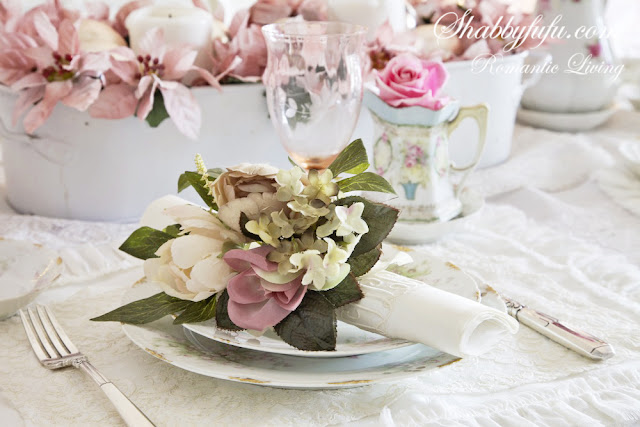 romantic decorating looks for Christmas - this light pink table setting will set the mood at your next holiday dinner
