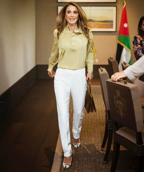 Queen Rania met with the Amman Design Week 2017 team at the Ras Al Ain Hangar Gallery in Amman. Prada blouse