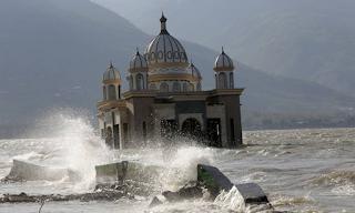Σεισμός Ινδονησία: Θρήνος κάτω από τα χαλάσματα - Στους 1.649 οι νεκροί - Εικόνες & Βίντεο