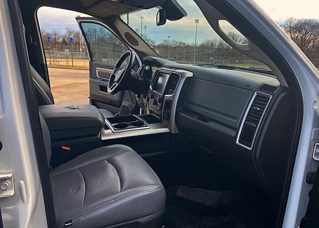 2015-dodge-ram-interior-pictures-3500-mega-cab