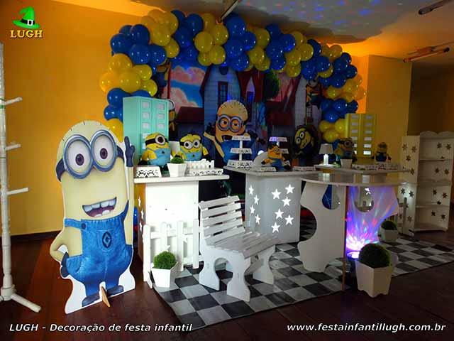Decoração de mesa provençal Minions para festa de aniversário infantil