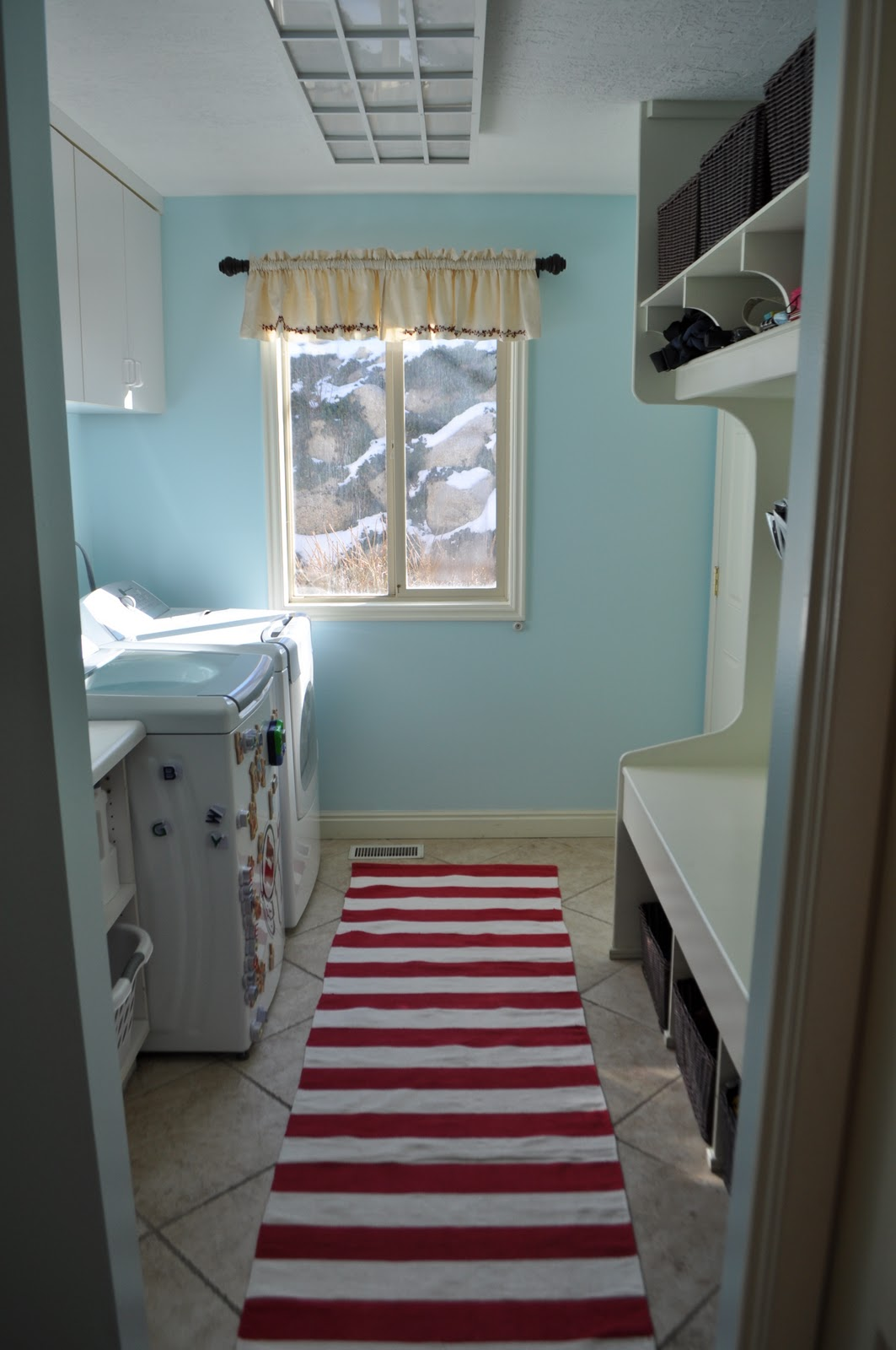 I Am Momma - Hear Me Roar: Laundry Room Makeover