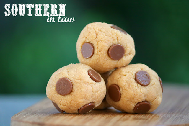 Easy No Bake Cookie Dough Protein Bites Recipe - cookie dough protein balls, low fat, gluten free, high protein, clean eating recipes, grain free, paleo, vegan, sugar free, homemade protein bars recipe