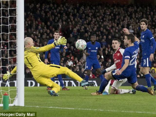 """Video Arsenal - Chelsea: Vé chung kết bị """"tội đồ"""" xé nát"""