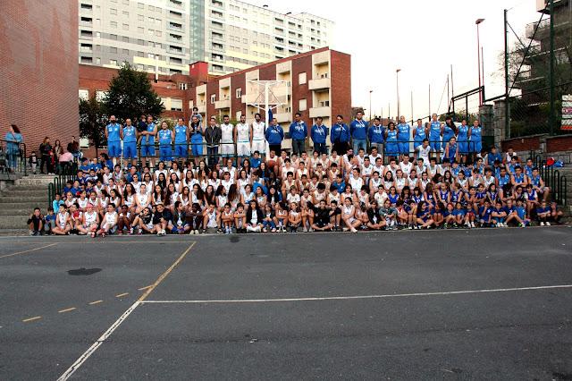 Foto de familia de los equipos del Club Baloncesto Paúles
