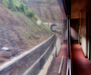 Terowongan Sasaksaat dari atas Kereta Argo Parahyangan