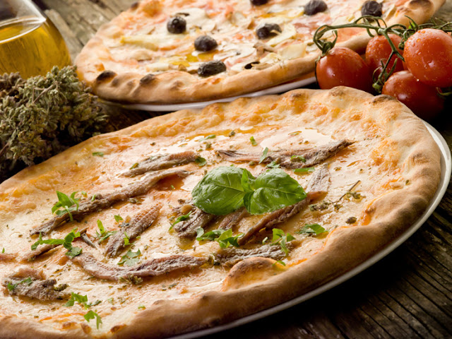 This pizzeria was created to satisfy the most urgent of late-night cravings, and it knows exactly what it's doing.