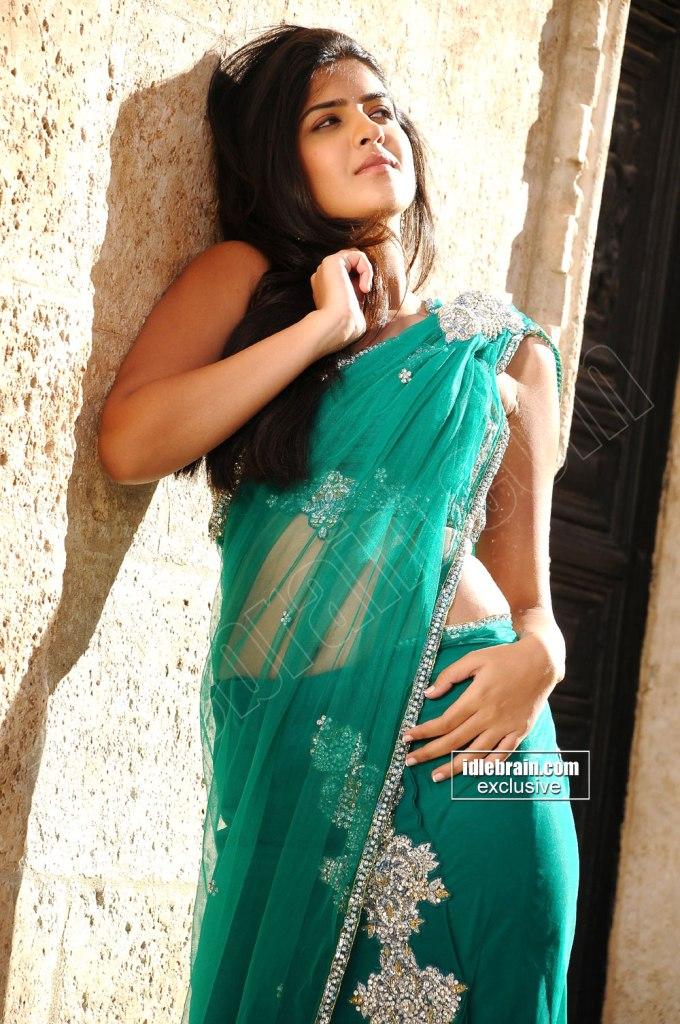 DEEKSHA SETH looks cute in saree