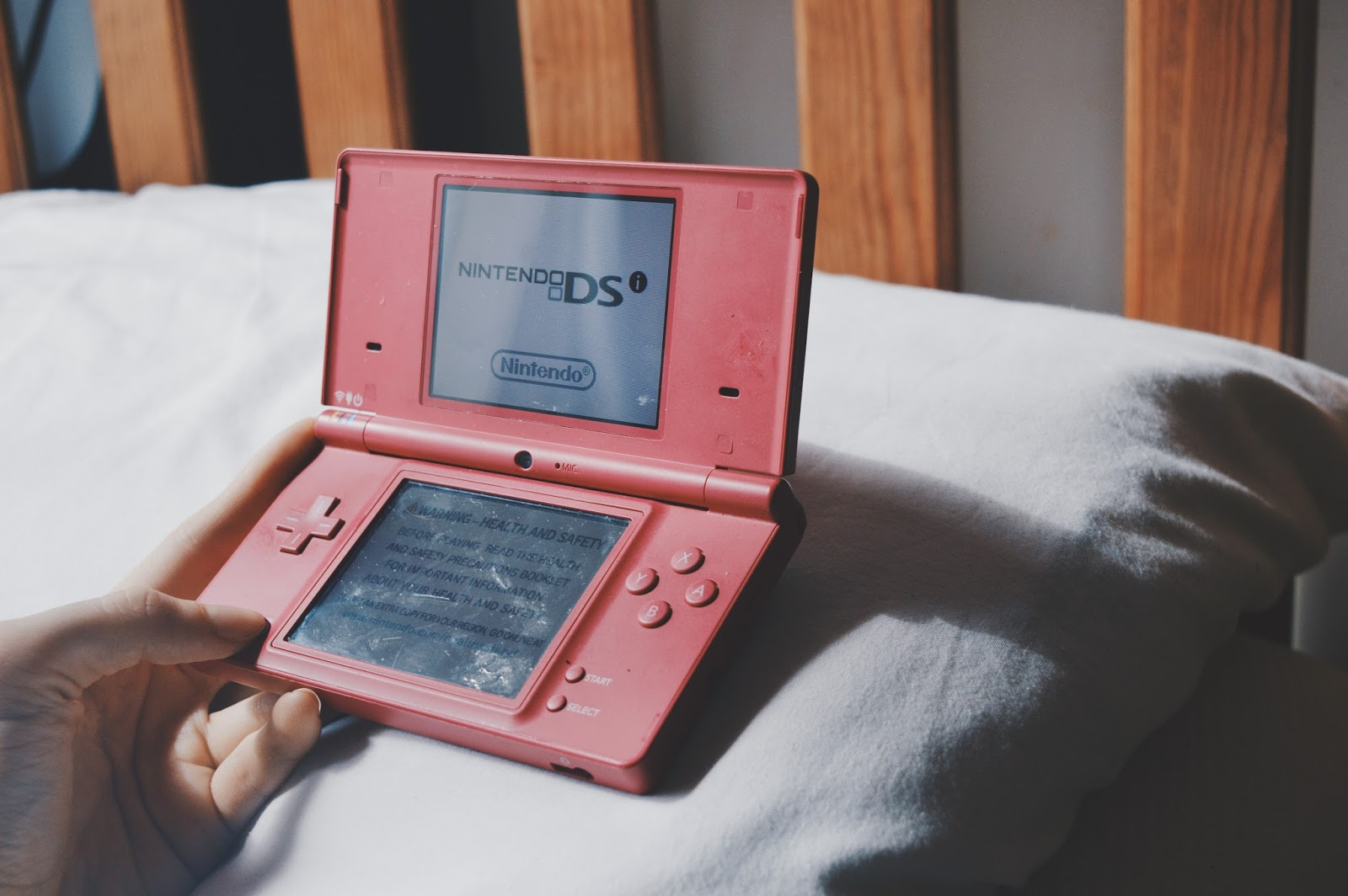 nintendo DSi pink home screen
