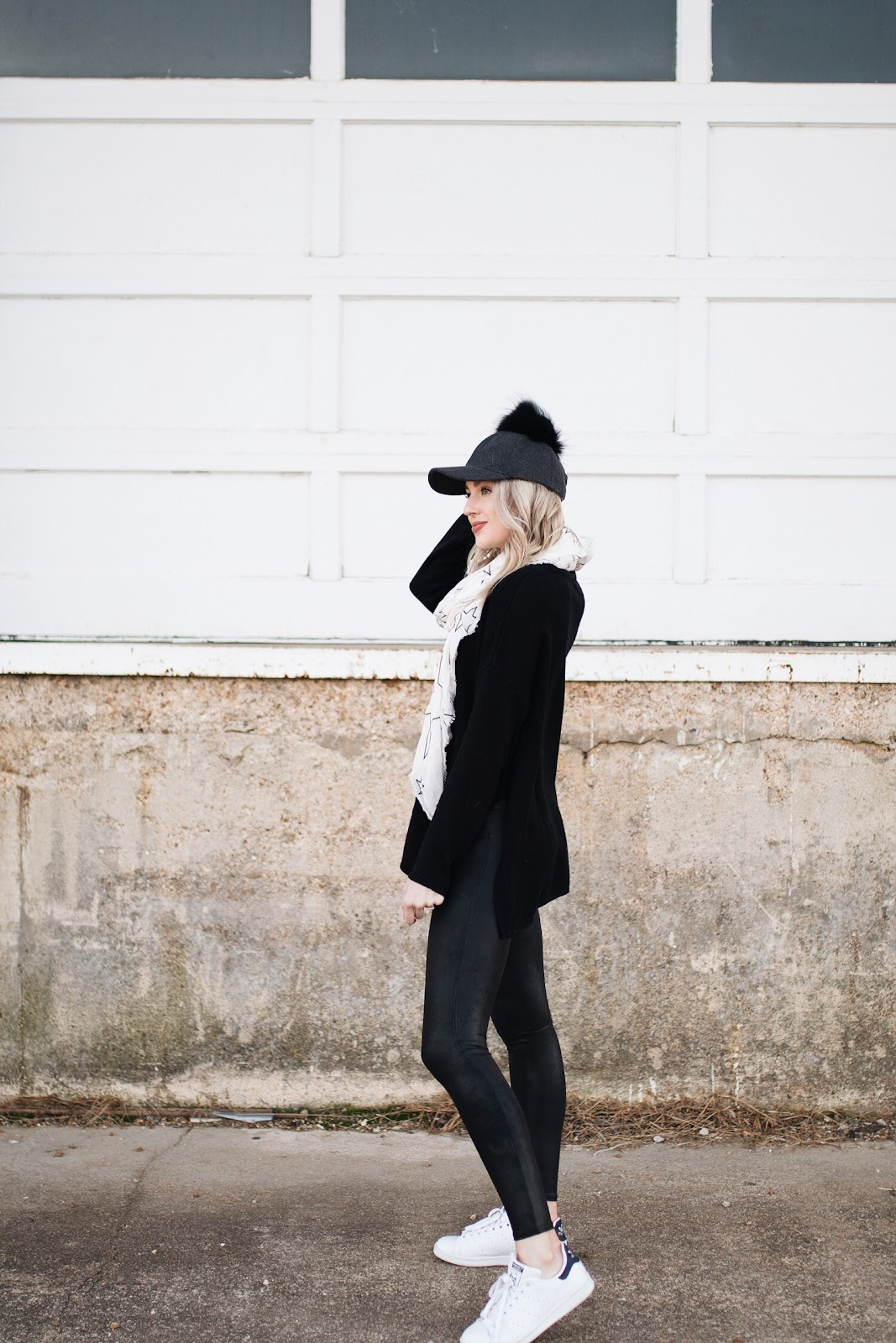 leather-look leggings / all-black athleisure outfit