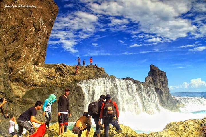 Air terjun asin di Tanjung Jagog, Pantai Nambung Lombok