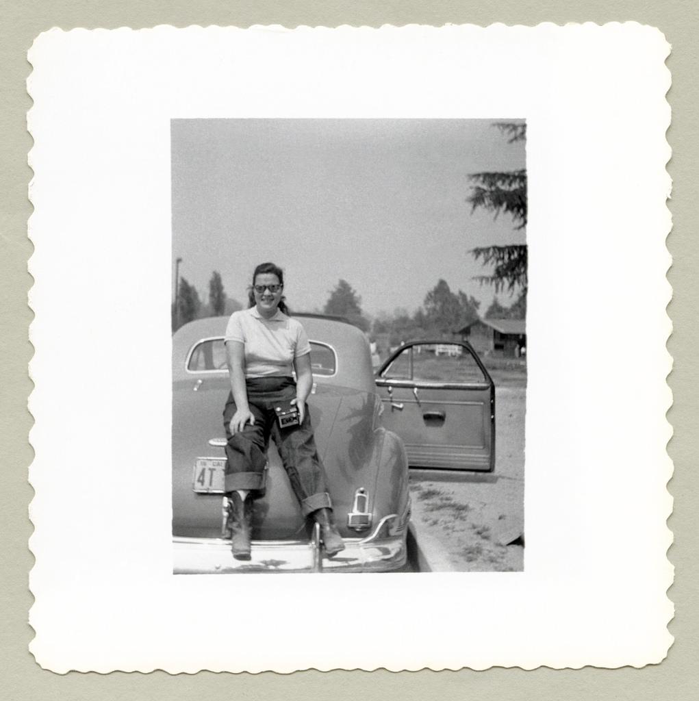 1941 Buick 40 Special: 36 Interesting Vintage Snapshots Of American Ladies Posing