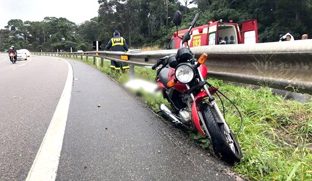Homem morre após perder o controle da moto e bater em mureta da BR-230, na PB