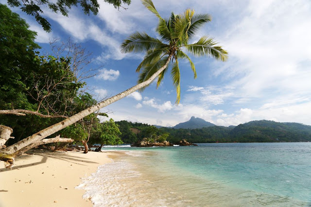 Tempat wisata teluk Kiluan Lampung