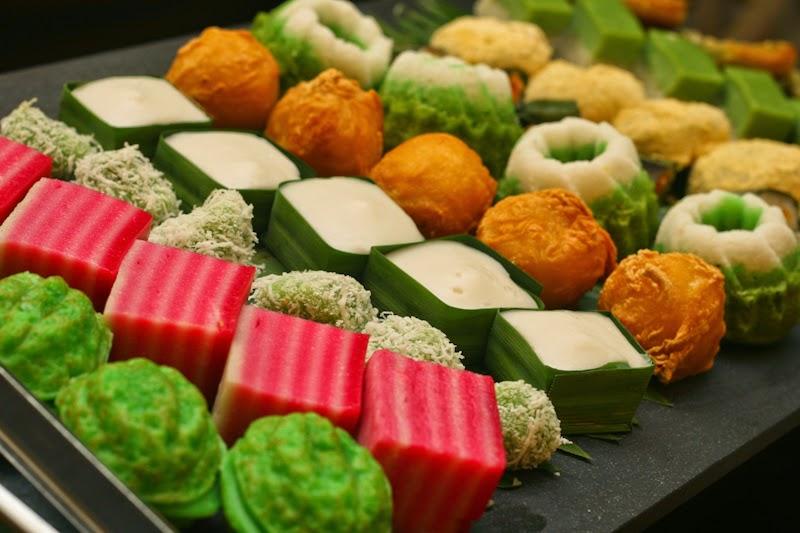 kuih muih malaysian malaysia tradisional traditional food desserts malay melayu kalori makanan resepi sweets green ramadan cuisine recipes dishes jadual
