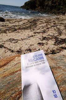 """Lecture à la plage : """"Et que le vaste monde poursuive sa course folle"""" de Colum McCann"""
