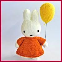 Miffy de punto con globo