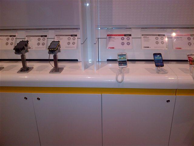 手機陳列展示防盜座,手機防盜架,智慧手機防盜架,使用Gripzo手機防盜架的澳洲當地商店