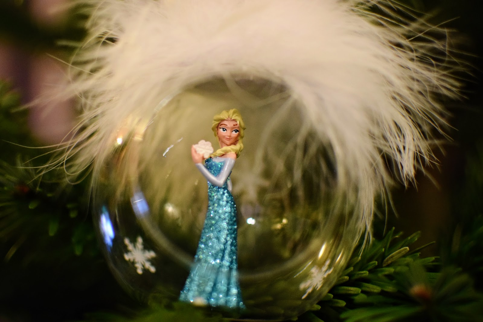 , Northern Lights Elsa Doll Review and LEGO Disney Frozen Northern Lights Trailer