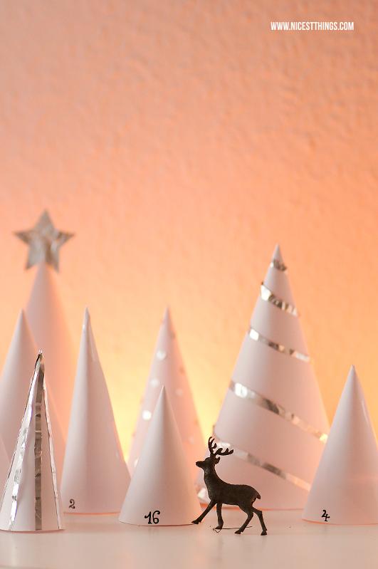 Winterwald Adventskalender DIY Wald Adventskalender Papier Bäumchen #diy #adventskalender #papier #winterwald #papierwald #waldlandschaft
