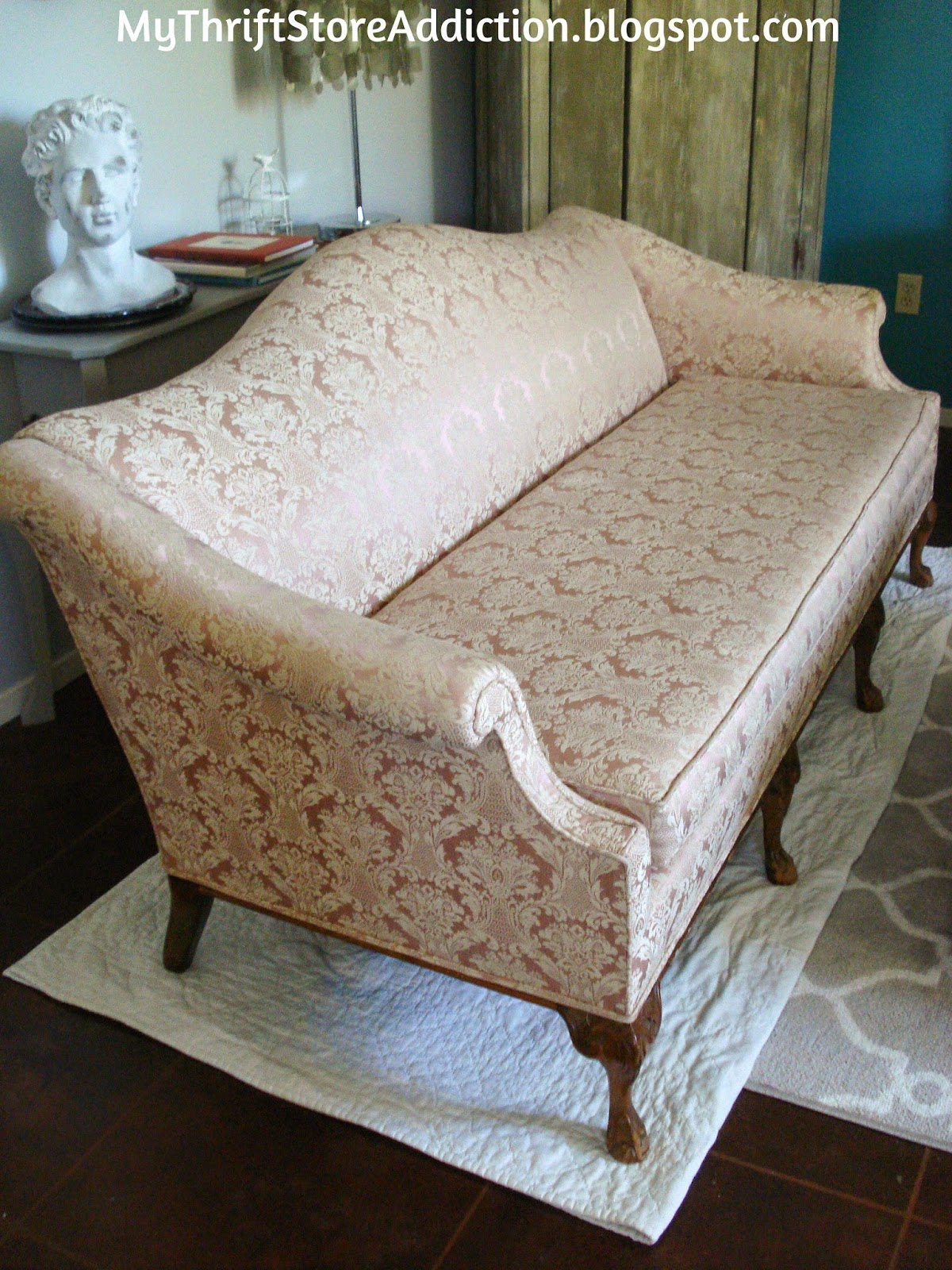 How to restore damaged sofa legs