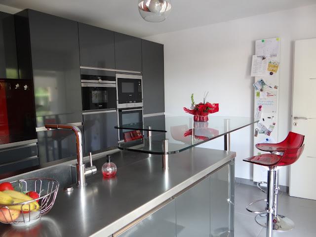 cool cuisine mobalpa kiffa graphite mtal brillant avec plans de travail inox sur mesure with. Black Bedroom Furniture Sets. Home Design Ideas