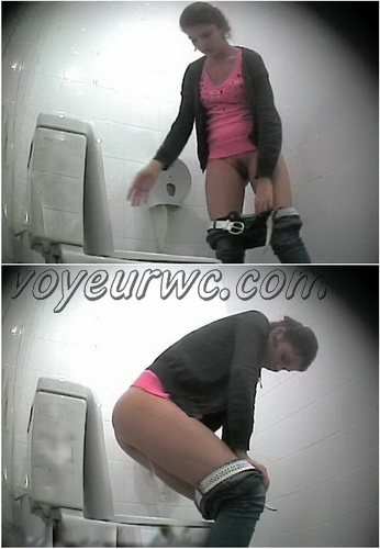 Voyeur WC 140301-31 (Women gets recorded peeing at a public toilet)