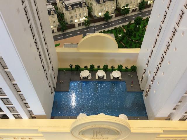 bể bơi ngoài trời Roman Plaza