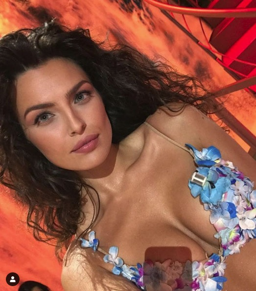 Albanian model Alba Vejseli astonished the Italians in 'Ciao Darwin'
