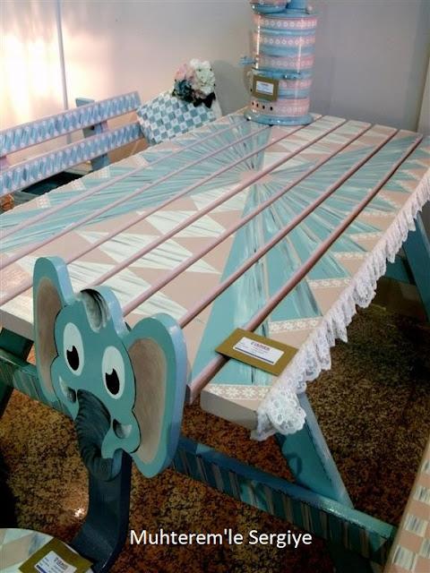 pembe piknik masası