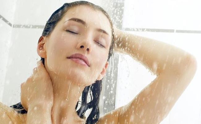 Por qué no debes bañarte todos los días