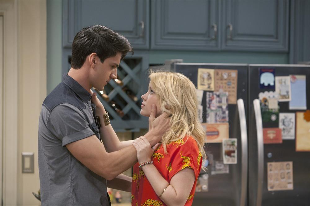 Melissa & Joey Season 2 Episode 1 Watch Online