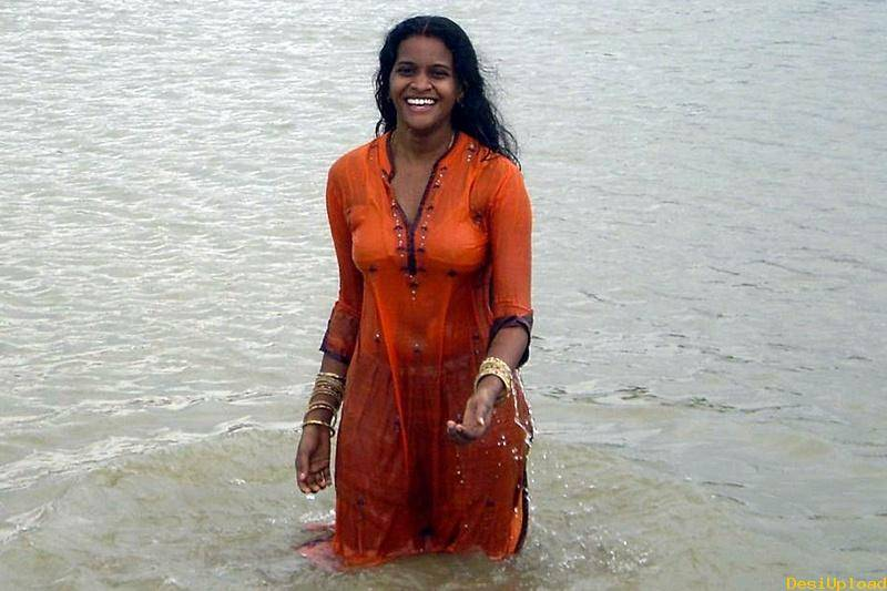 Wet Desi Girls Showing Big Boobs-5123