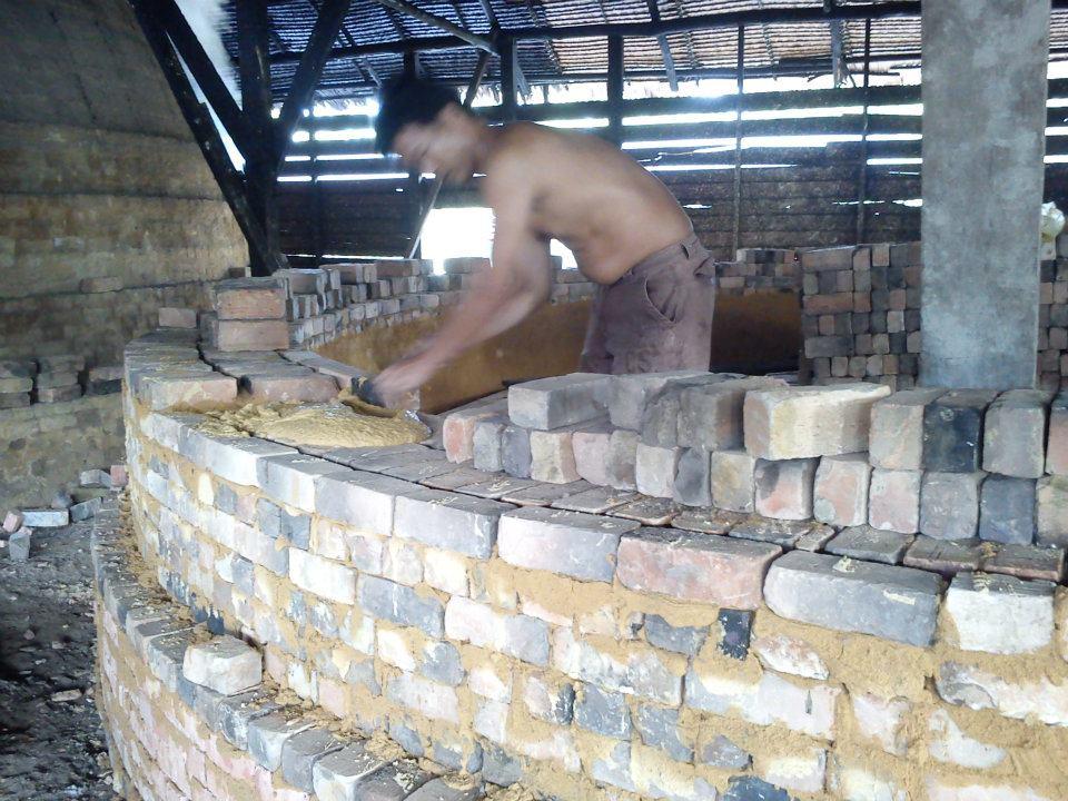 Proses Pembinaan Dapur Arang Kayu