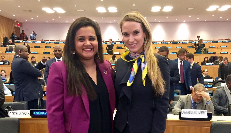 معالي السيدة جوليا بلوتشر رئيس الاتحاد الدولي للشباب مع السيدة جاياثما ويكراماناياكي، مبعوث الأمين العام للأمم المتحدة لشؤون الشباب بمقر الأمم المتحدة بنيويورك