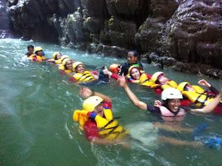 Aktifitas pengarungan body rafting