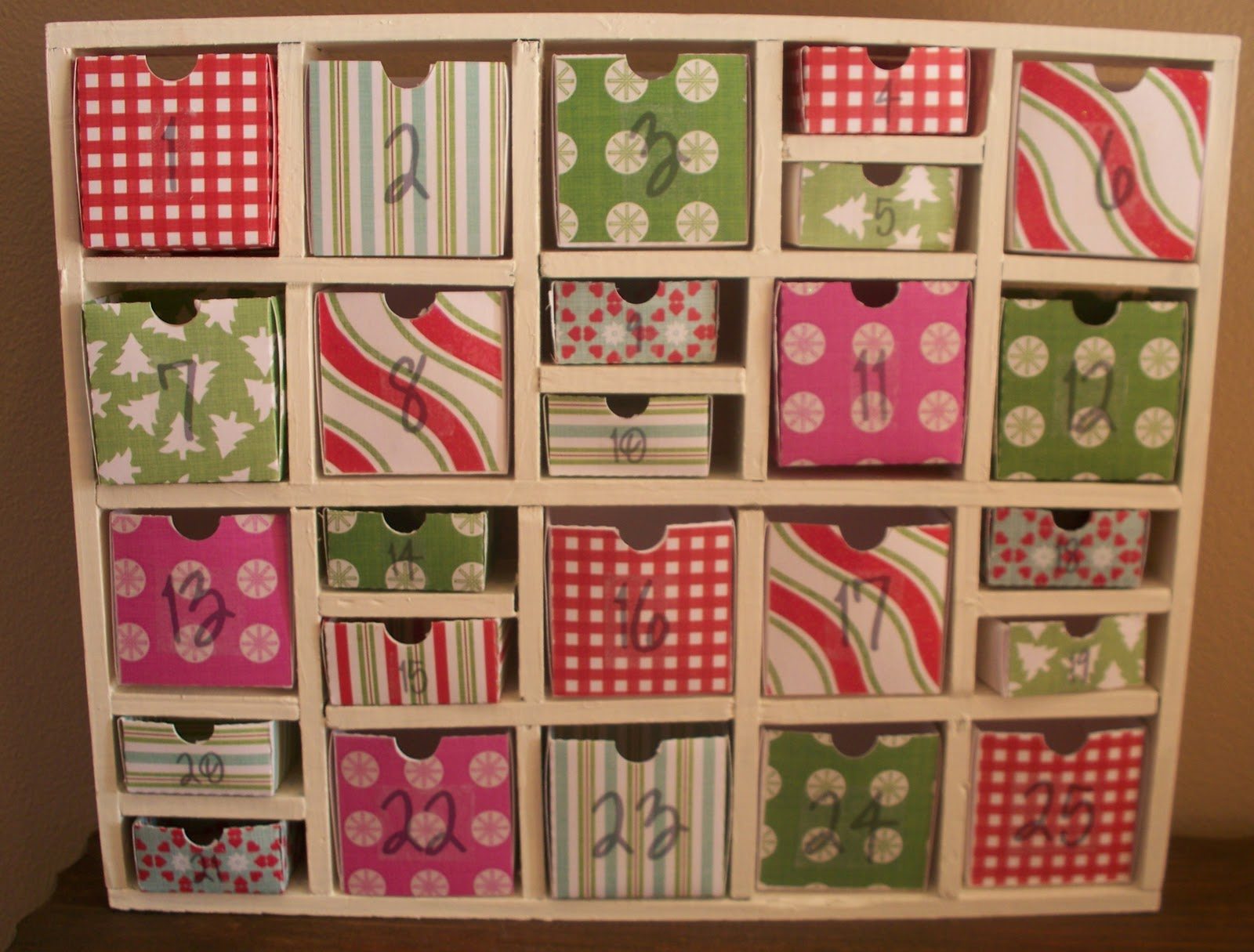 30 diy christmas advent calendars solutioingenieria Image collections