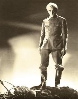 La isla de los muertos, 1945