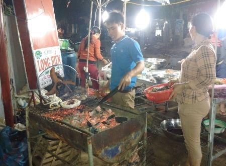 Hầu hết các loại hải sản đều chế biến bằng cách nướng với muối ớt.