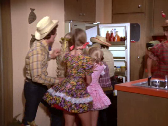 03a1ebaa91d Not a good episode for minis. A quick second when the Bradys return from  their hoedown is all.
